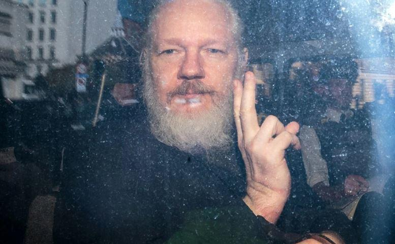 Assange Hit With Espionage Act Violations As DoJ Unveils 17 New Charges